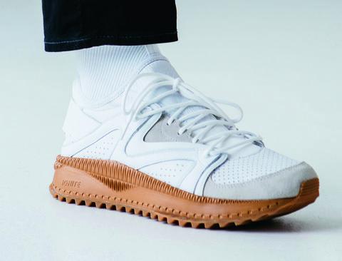 Shoe, Footwear, White, Sneakers, Plimsoll shoe, Athletic shoe, Walking shoe, Beige, Outdoor shoe, Sportswear,
