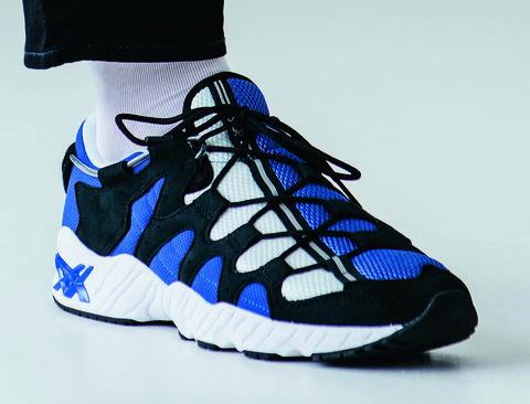 Shoe, Footwear, Blue, White, Cobalt blue, Basketball shoe, Sneakers, Electric blue, Walking shoe, Athletic shoe,