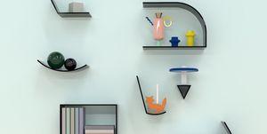 La divertida y colorida estantería de Hans y Anna Øren Lillerud