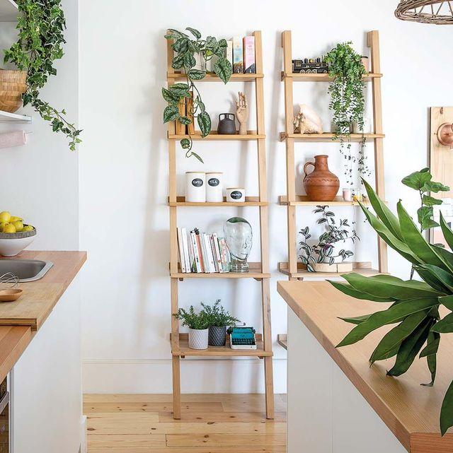 Escaleras estanterías de Caseys Furniture