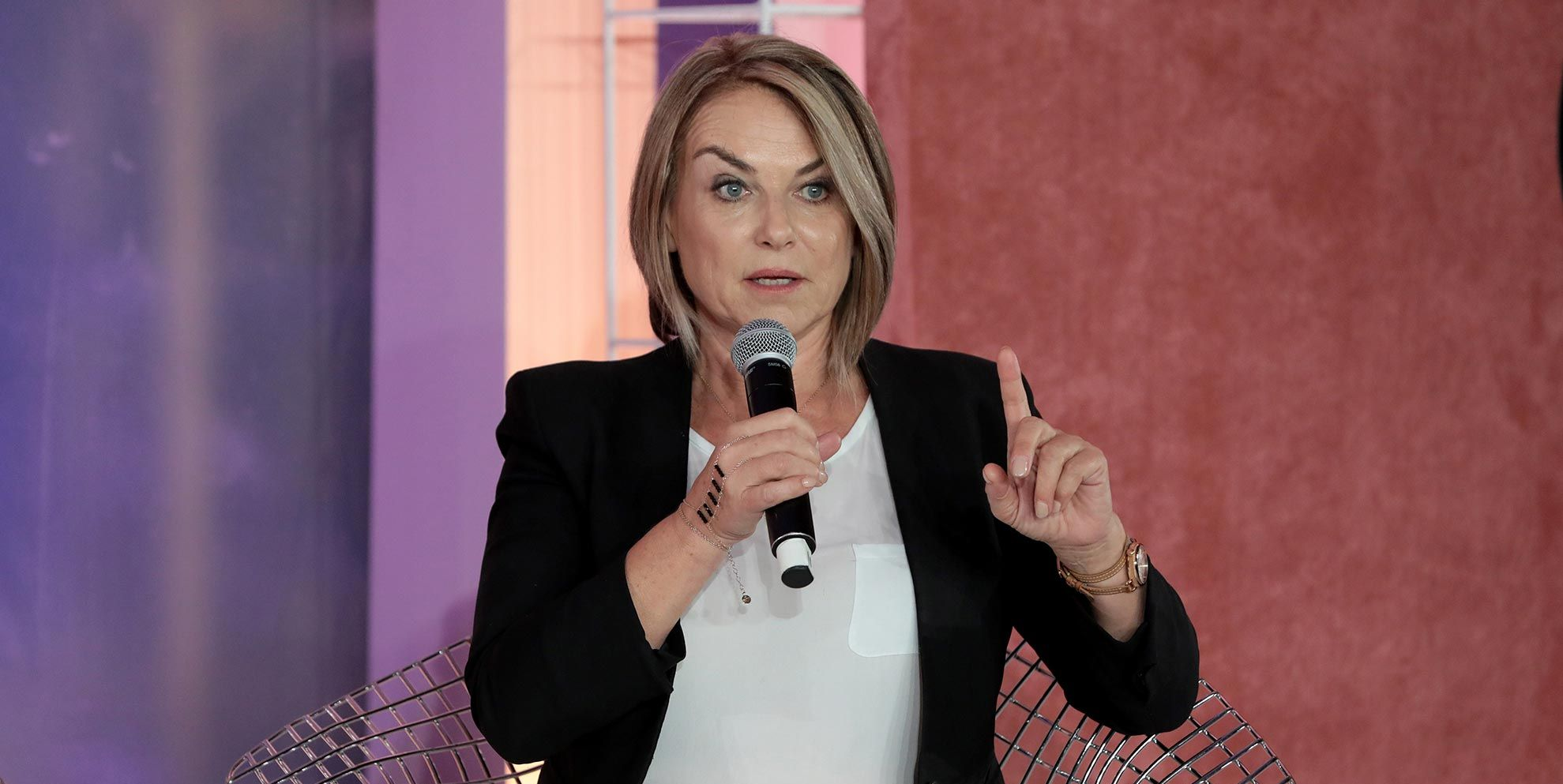 Esther Perel, relatietherapeut van podcast Where Should We Begin