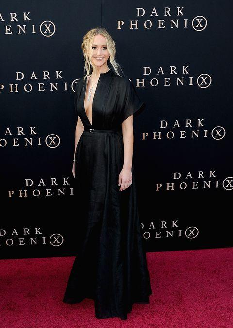 jennifer lawrence en el estreno de dark phoenix con un vestido negro de dior