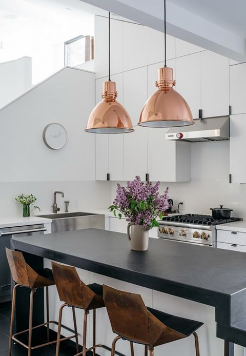 Cocina con lámparas en cobre. Estilo y Deco
