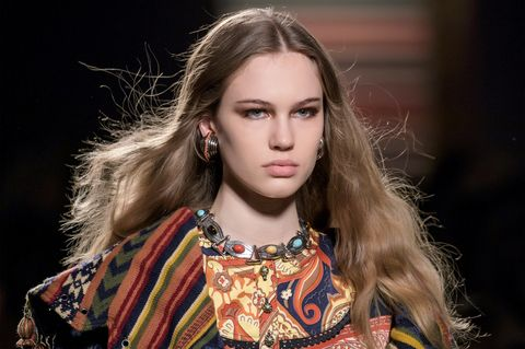 Hair, Fashion, Fashion model, Face, Beauty, Hairstyle, Eyebrow, Runway, Lip, Blond,