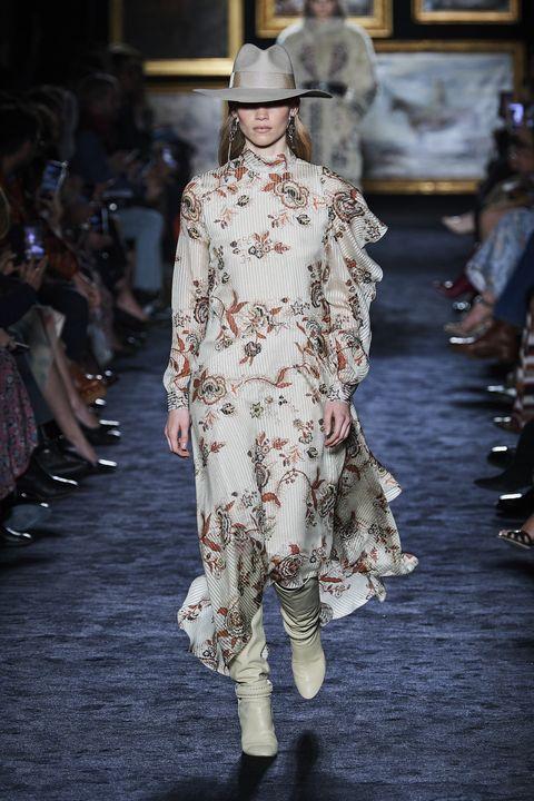 Fashion, Fashion model, Runway, Fashion show, Clothing, Haute couture, Fashion design, Shoulder, Spring, Event,