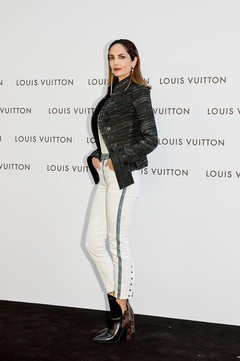 Clothing, White, Shoulder, Fashion, Fashion model, Leggings, Footwear, Outerwear, Joint, Fashion design,