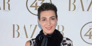 Eugenia Osborne pelo corto moreno premios'Harper's Bazaar Actitud 43'