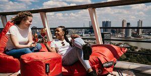 De Euromast opent vandaag haar Rooftopbar waardoor je op hoge hoogte kunt genieten van de zomer.