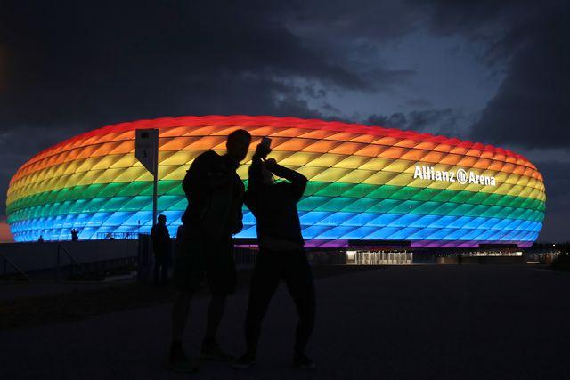 agli europei è stato vietatodi illuminare con i colori dell'arcobaleno l'allianz arena