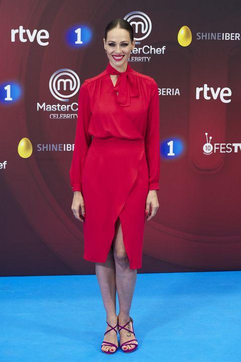 eva gonzález con vestido rojo