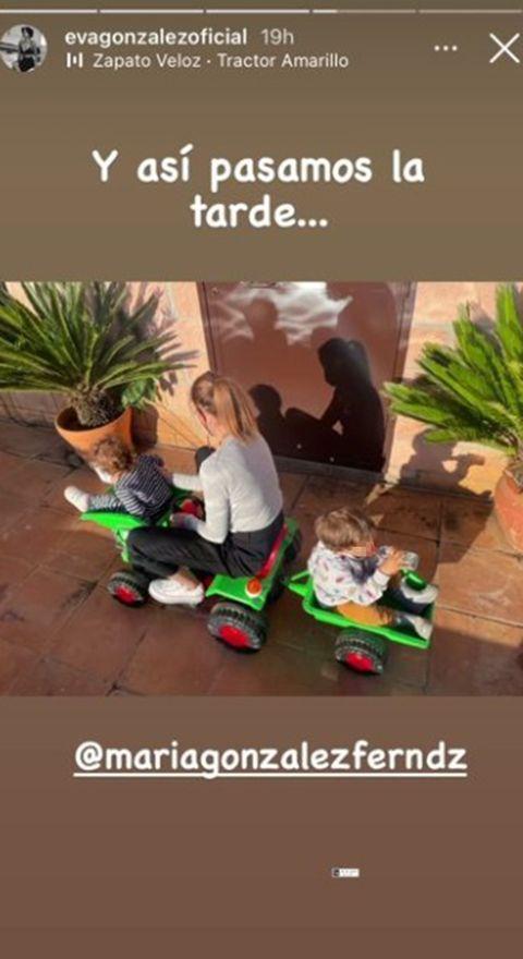 eva gonzález disfruta de una tarde de juegos junto a sus hijos