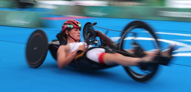 eva moral compite en triatlón paralímpico de tokio