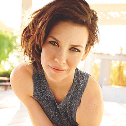 https://hips.hearstapps.com/hmg-prod.s3.amazonaws.com/images/evangeline-lilly-interview-slider-1445298302.jpg?crop=0.798xw:1xh;center,top&resize=100:*