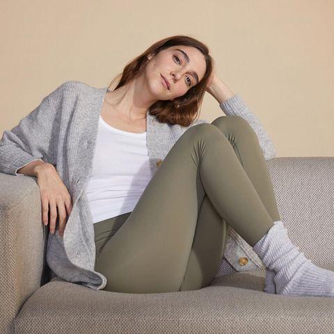 Leg, Clothing, Thigh, Beauty, Human leg, Sitting, Tights, Knee, Model, Sole,