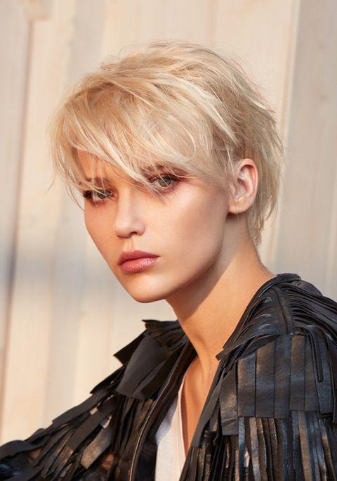 Hair, Face, Hairstyle, Blond, Hair coloring, Layered hair, Beauty, Bangs, Chin, Asymmetric cut,