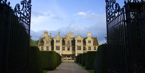 Building, Palace, Château, Stately home, Sky, Estate, Architecture, Iron, Gate, Castle,