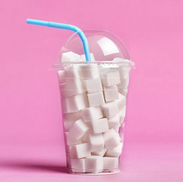 健康面でもダイエットの観点からも、今話題の「砂糖断ち」。伝統的なやり方があるわけではなく、食材にもともと含まれている糖類を除く、「添加糖類」を避けるという食生活を基本としたもの。砂糖断ち実践者の中には、これさえ続ければカロリー計算することなくやせられるという人も。そんな気になる食事法について紹介しています。