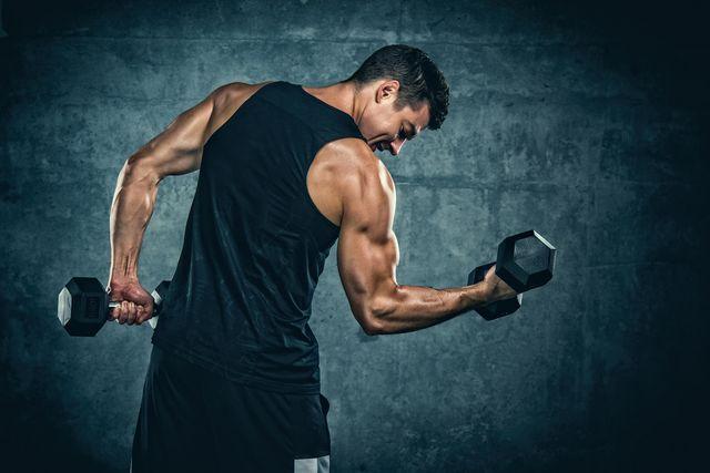 entrenamiento de espalda y bíceps