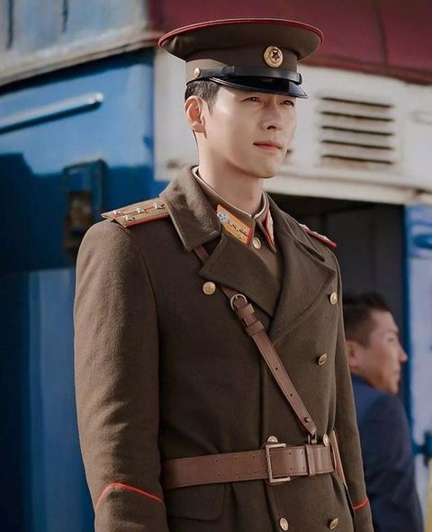 Military uniform, Uniform, Military, Military person, Fashion, Headgear, Soldier, Side cap, Official, Non-commissioned officer,