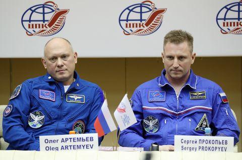 Roscosmos cosmonauts Artemyev and Prokopyev give news conference on Soyuz MS-09 spacecraft hole