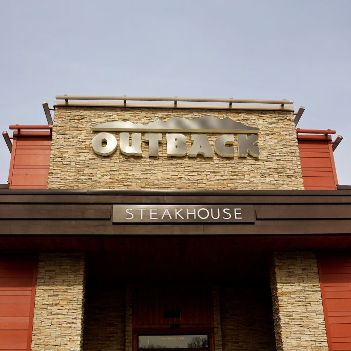 This Guy Pretended He Got Stood Up at Outback on Valentine's Day So Strangers Would Pay His Bill