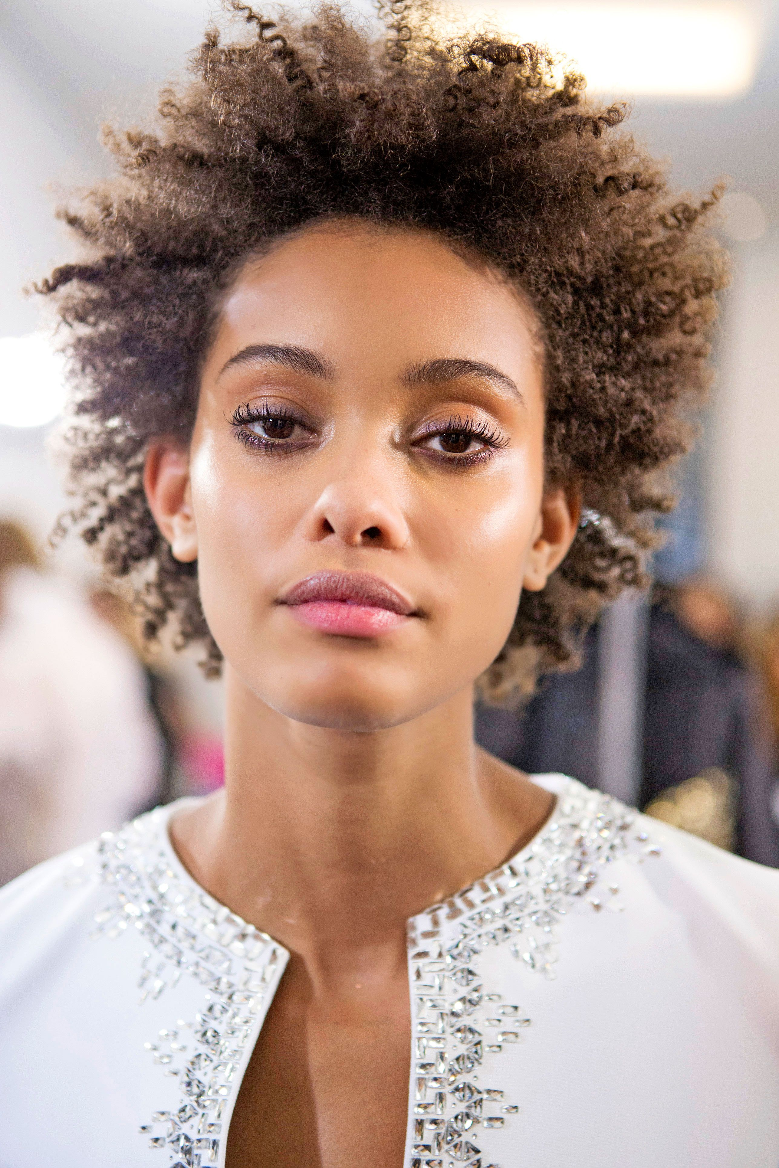 How To Apply Castor Oil To Eyelashes For Growth