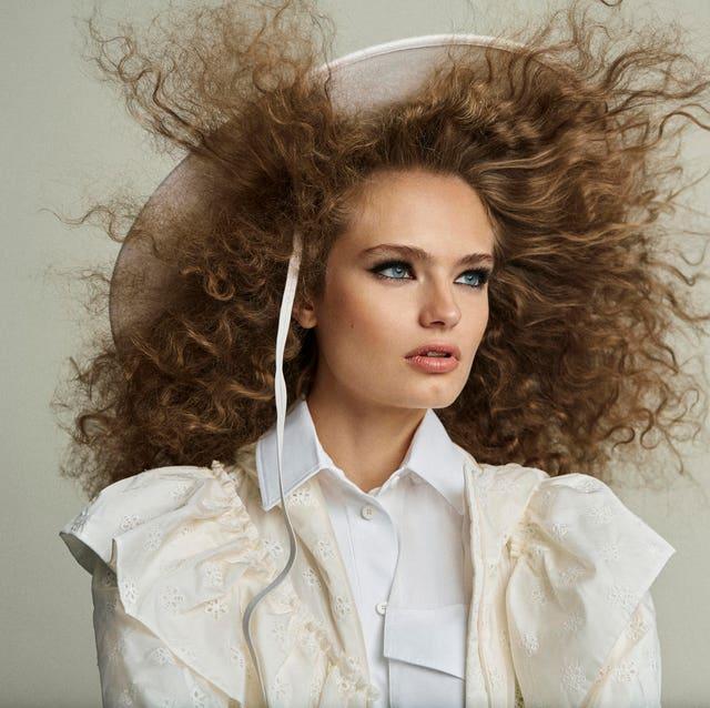 Hair, Face, White, Hairstyle, Beauty, Blond, Lip, Fashion, Long hair, Forehead,