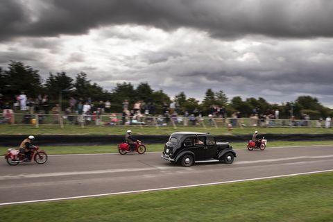 Land vehicle, Vehicle, Car, Vintage car, Race track, Classic, Classic car, Road, Asphalt, Antique car,