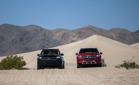 Land vehicle, Vehicle, Car, Automotive design, Luxury vehicle, Landscape, Toyota hilux, Off-roading, Sand, Off-road vehicle,