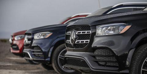 Land vehicle, Vehicle, Car, Automotive design, Bumper, Motor vehicle, Sport utility vehicle, Automotive tire, Tire, Audi,