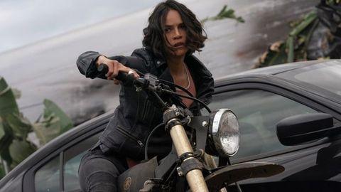 michelle rodriguez montando una moto