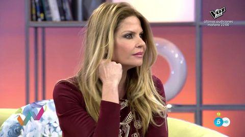 Hair, Blond, Television presenter, Long hair, Hairstyle, Beauty, Cheek, Brown hair, Lip, Shoulder,