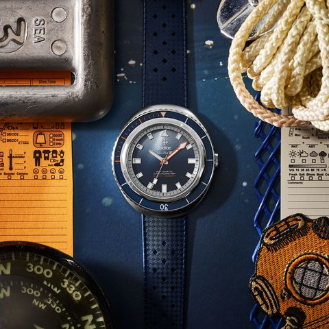 Watch, Analog watch, Watch accessory, Fashion accessory, Material property, Compass, Metal, Measuring instrument, Brand, Tool,