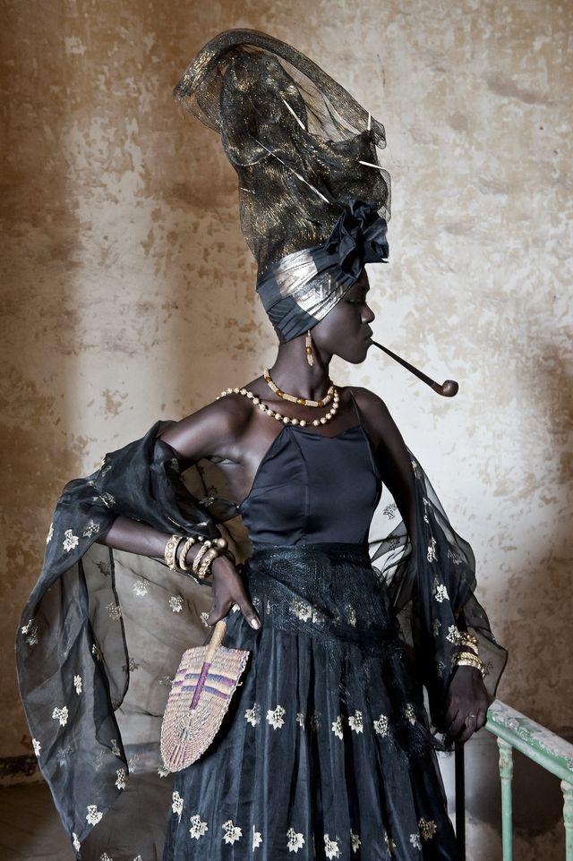 signare, goree, senegal, donne africane, casta femminile, prestigio donne, emancipazione, moda, fabrice monteiro, fotografi africani, fotografi diaspora