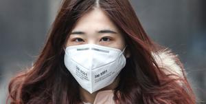 マスクで本当に新型コロナウイルス感染を防げるのか?