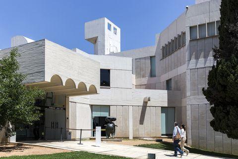 Fachada del edificio de Sert de la Fundación Joan Miró