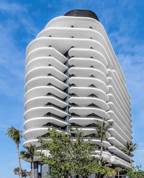 Architecture, Condominium, Building, Tower block, Landmark, Metropolitan area, Residential area, Commercial building, Daytime, Corporate headquarters,