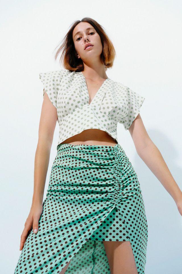falda midi asimétrica de lunares de zara