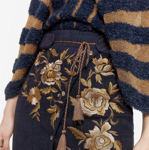 Clothing, Outerwear, Sleeve, Fashion, Shoulder, Pocket, Pattern, Dress, Beige, Waist,