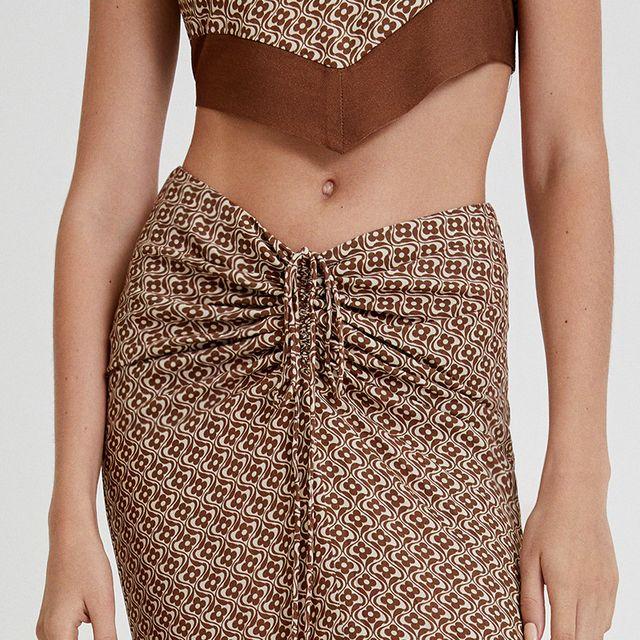 falda midi estampada con frunce de pullbear