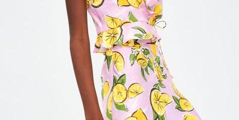 a8fef83404 Esta falda midi de Zara combina con TODO (y te lo demostramos)