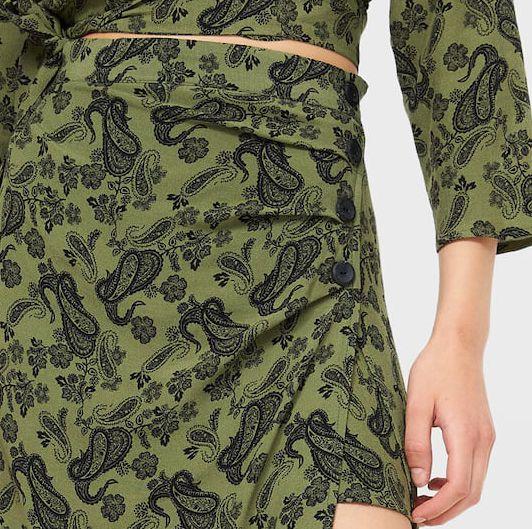 falda midi tipo pareo con botones en lateral de stradivarius