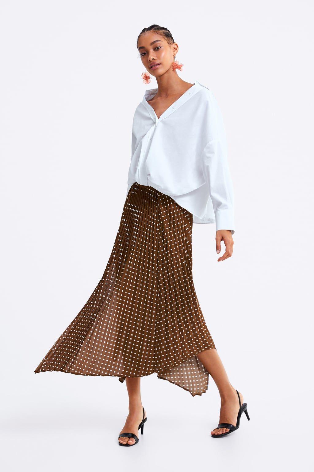 b47d61b1 Zara tiene las faldas largas para llevar como invitada y en tu día a día