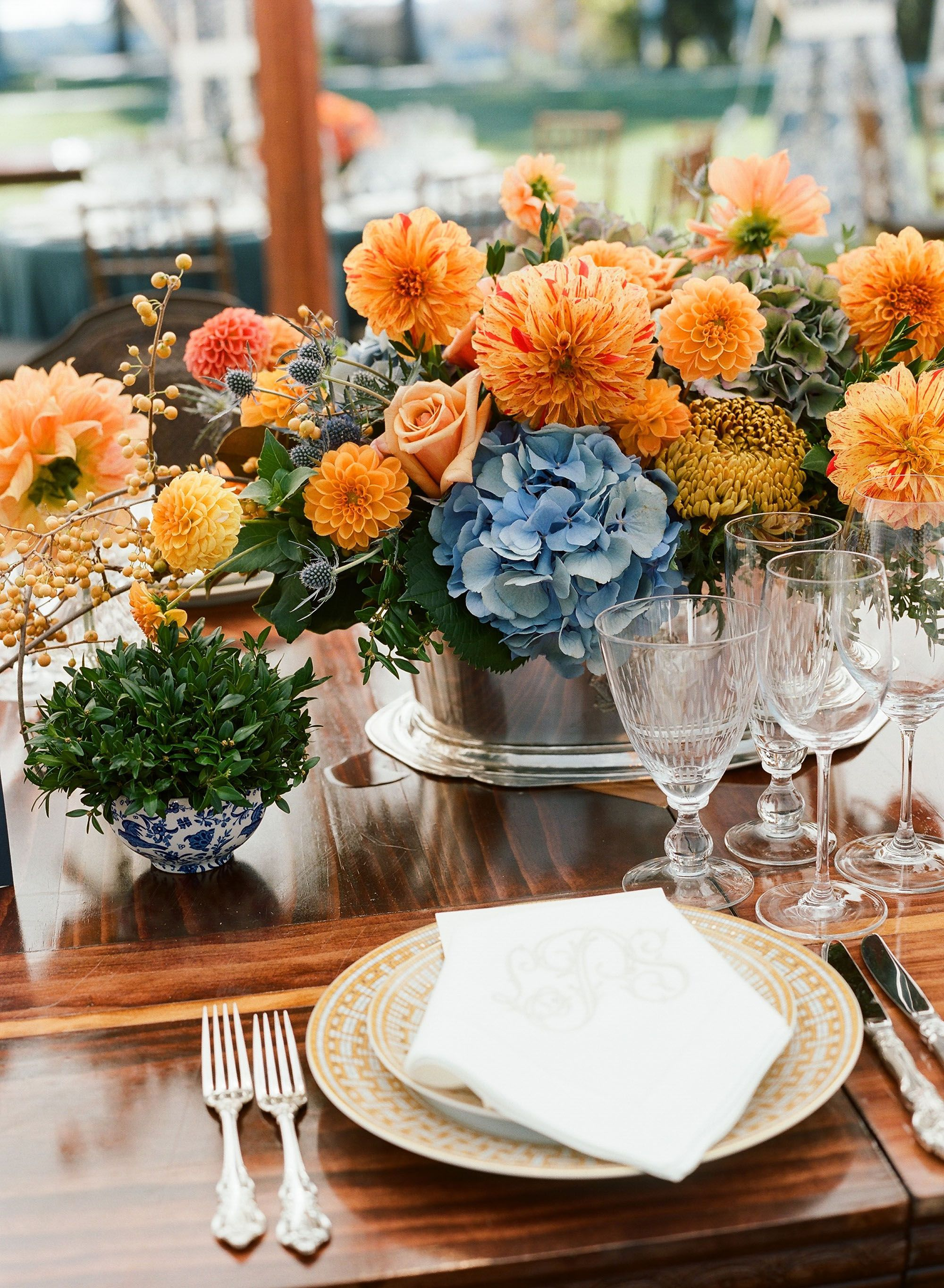 21 Fall Centerpieces That Will Complete Your Seasonal Soirée