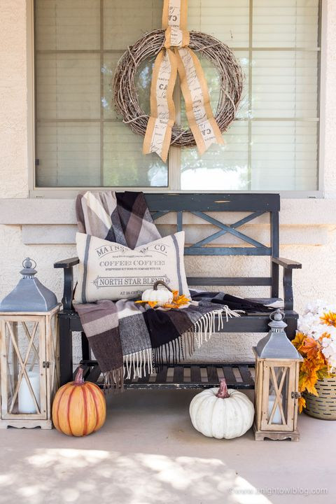 fall porch decor, farmhouse decor