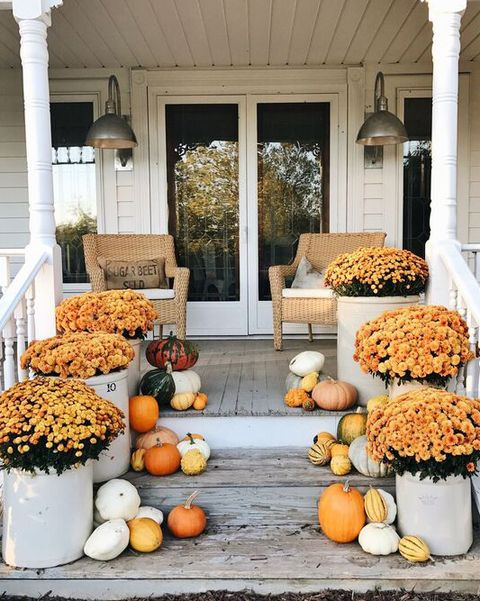 Small Porch Fall Decorating Ideas from hips.hearstapps.com
