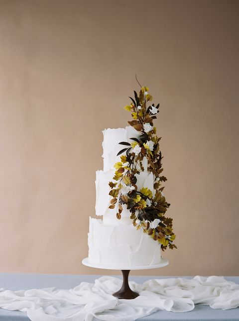 fall wedding cake with foliage wreath