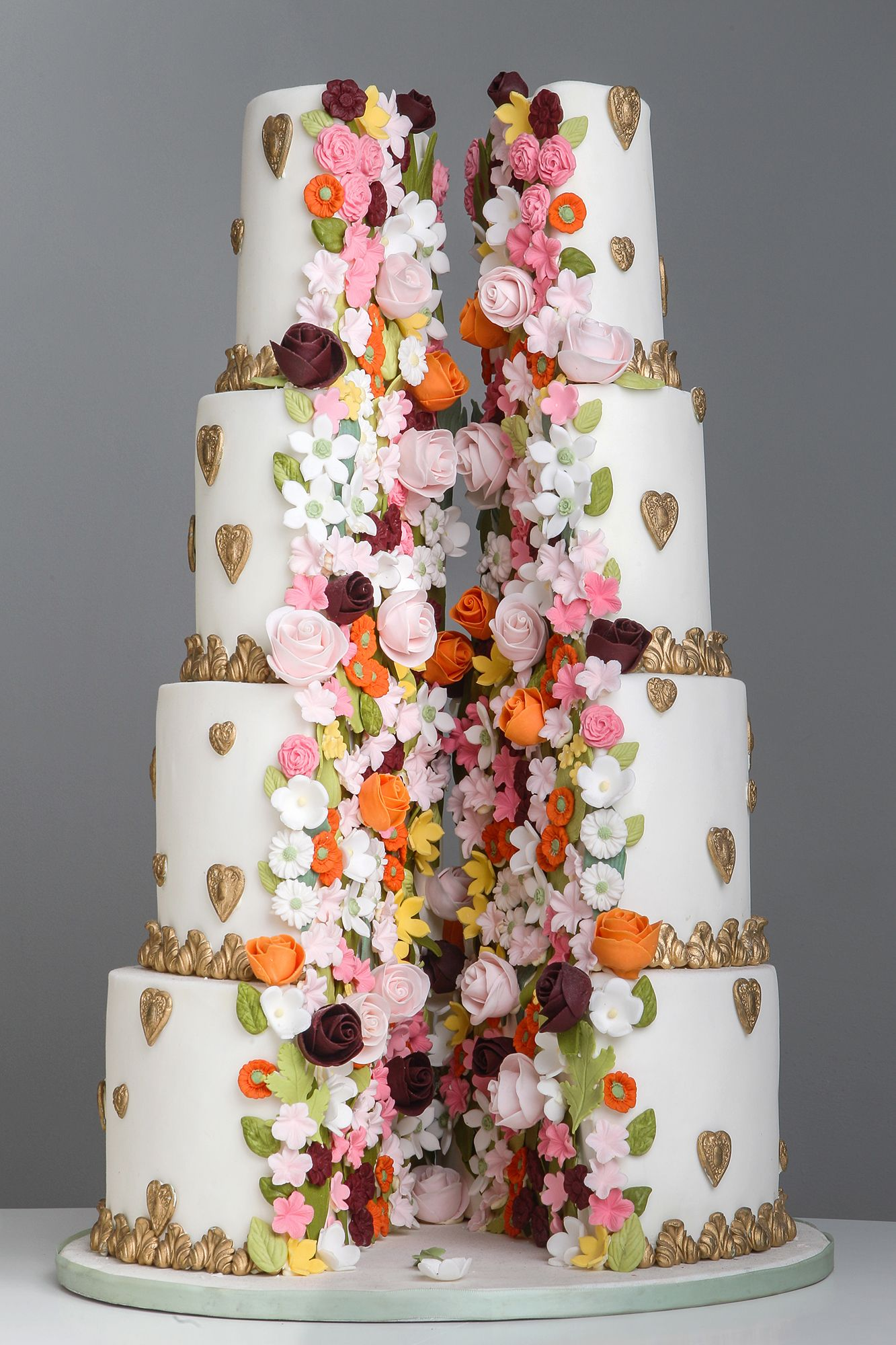 Replicate one of these ​fall wedding cakes for a day you