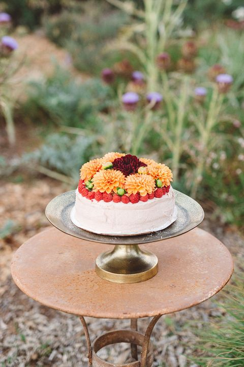 fall wedding cakes flowers