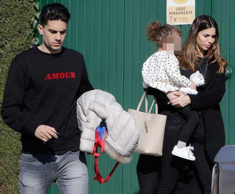 Melissa Jiménez y Marc Bartra con su hija Gala